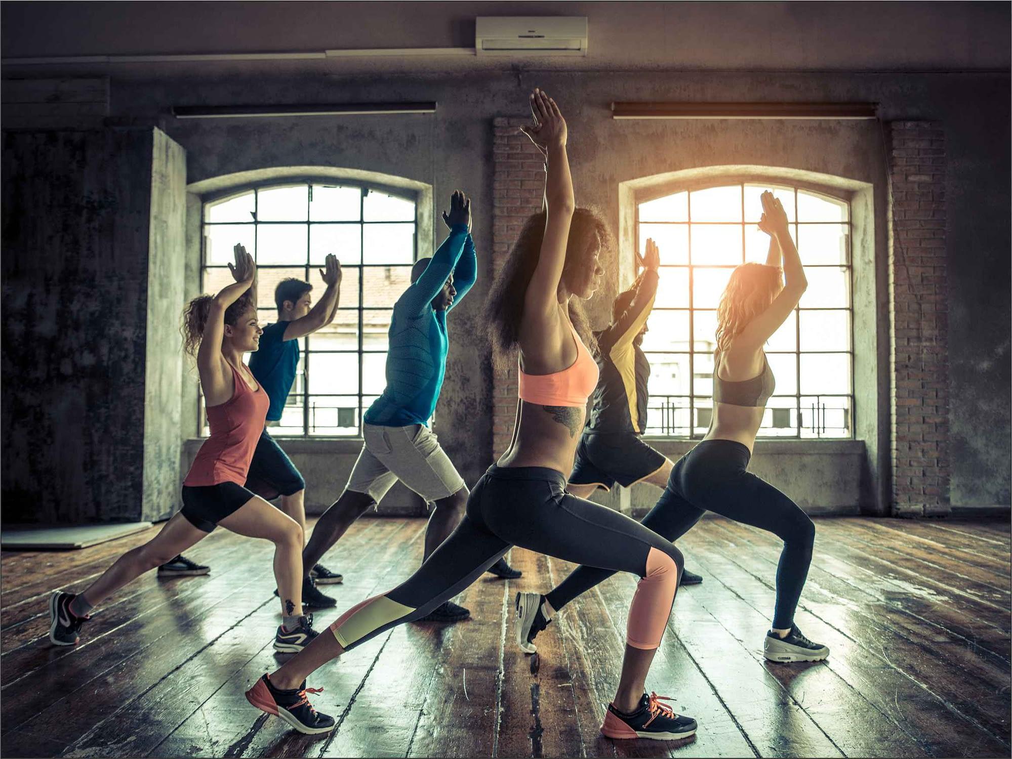 Gruppen Fitness Kurse mit freunden und Bekannten - schnell in form